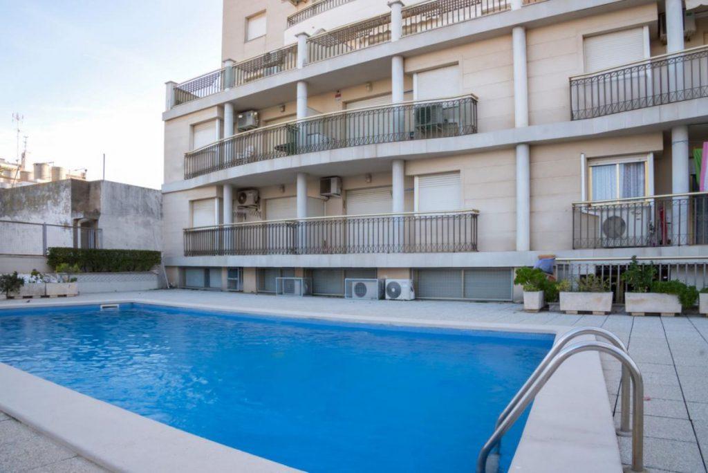 Apartamento céntrico y con piscina a la venta