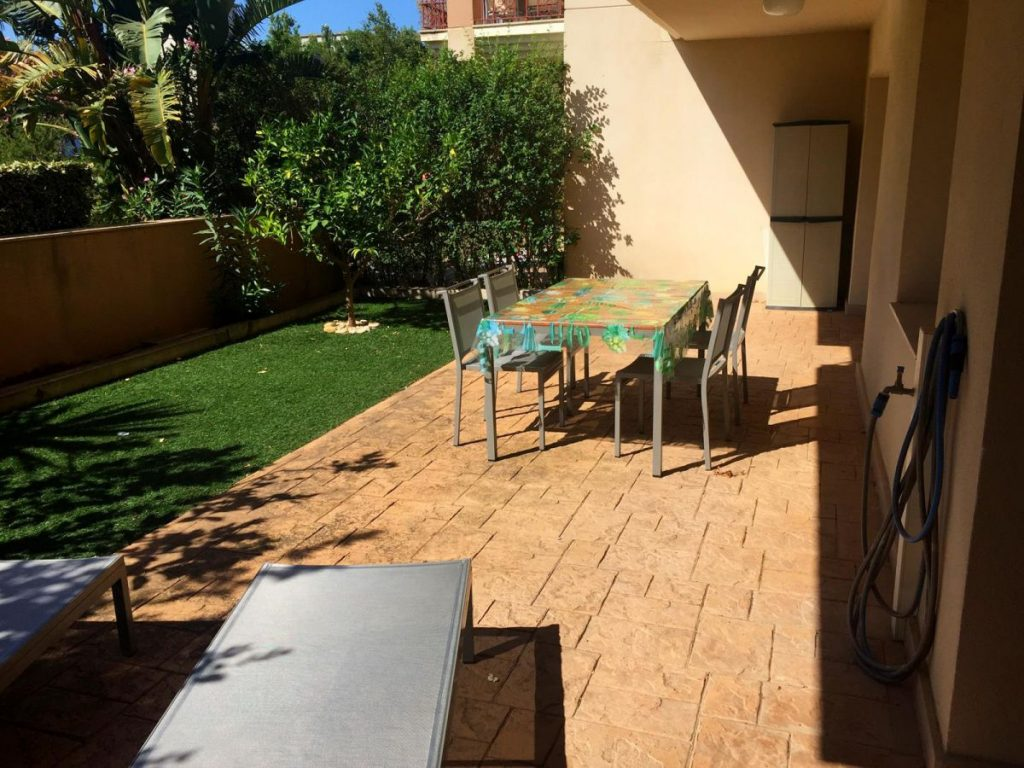 Planta baja de 2 dormitorios en Residencial Golden Beach